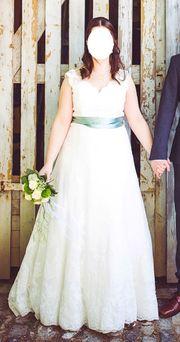 Brautkleid aus spanischer Spitze Gr
