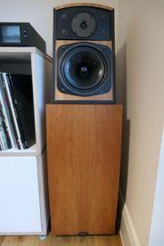 Ein Paar Naim SL2-Lautsprecher in