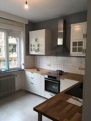 Küche Landhausstil mit Massivholz-Arbeitsplatte Wie