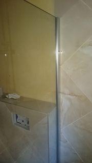 Duschtrennwand aus Glas