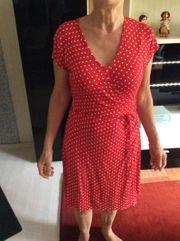 Rots Kleid
