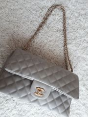 Schöne Tasche grau gesteppt Chanel