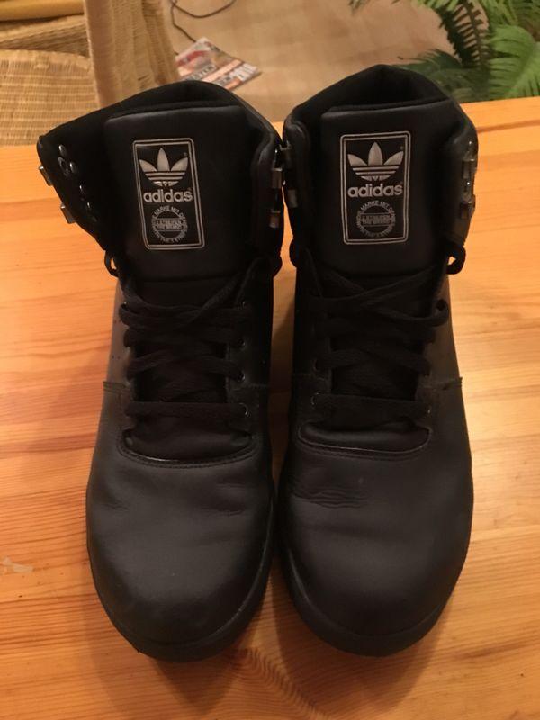 Original Adidas Winterstiefel Größe 46 2/3 - Olching - Selten getragene Adidas Winterstiefel in Größe 46 2/3. Kaum Gebrauchsspuren da wenig getragen. Jetzt noch für den Winter gerüstet sein. Farbe: schwarz - Olching
