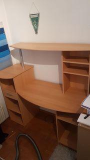 Schreibtisch mit Aufsatz und einer