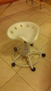 Drehstuhl für therapeutische Behandlungen ergonomischer