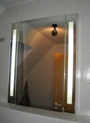 Spiegelschrank mit LED