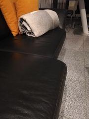 Neuwertiges Echtleder sofa schwarz 2