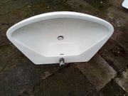 Waschbecken weiß mit Armatur