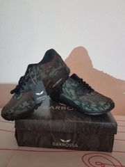 Sneakers in Schwarz/