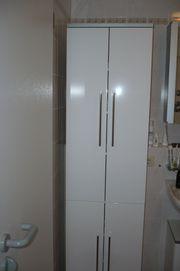 Hochschrank und Waschbecken-