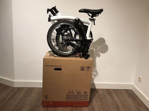 BROMPTON H2s Bike Fahrrad Faltrad 2 Gang Lenker Typ H Weiß Black Edition m. OVP - Konstanz Petershausen - Hallo, hier habt ihr die Möglichkeit ein sehr wenig gefahrenes, stets pfleglich behandeltes und voll funktionsfähiges original Brompton Faltrad zu ersteigern. Das Fahrrad ist im Mai 2017 neu gekauft worden.Das Rad ist neben der G - Konstanz Petershausen