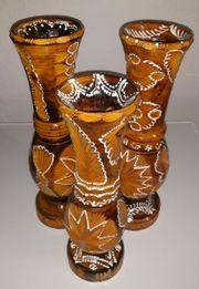 3 Vasen aus Holz verziert