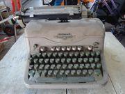 Eine alte antike Schreibmaschine