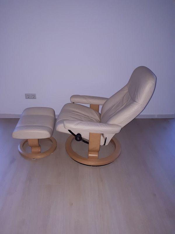 Stressless Sessel Mit Hocker In Der Größe M In Cremeweoß In