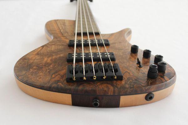 5-Saiter Bass \'AVBS5\', exklusiv von Ales Vychodil, Handmanufaktur in ...