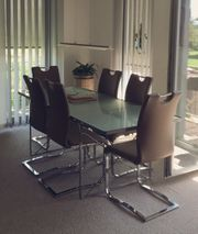 Glasesstisch mit 6 Stühlen