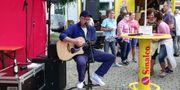 Akustik-Gitarrist mit OLDIES SOFTROCK POP-Balladen