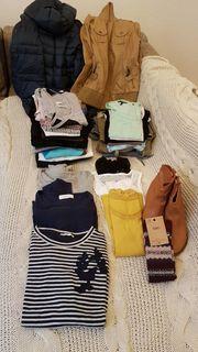 4 Kleidersäcke mit verschiedenen Kleidungsstücken