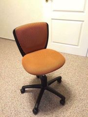 Schreibtischstuhl orange neuwertig