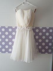 Schönes kurzes Brautkleid