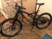 weißes T130 CRS Carbon Mountainbike -