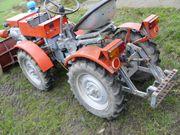 Traktor mit Zubehör.