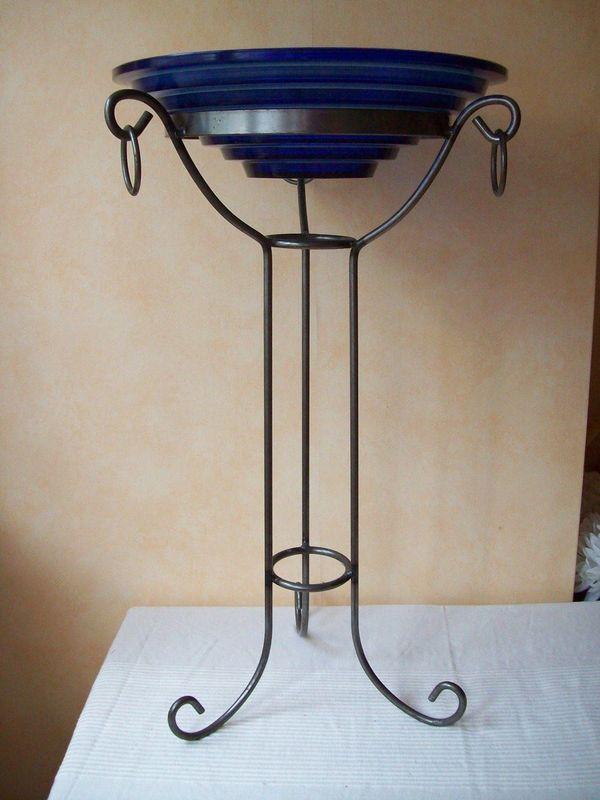 metall st nder f r kr nze und schalen schmiedeeisen neu inkl blauer schale in gro gerau. Black Bedroom Furniture Sets. Home Design Ideas