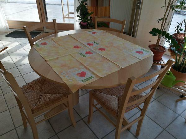 Runder Tisch Mit 4 Stuhlen In Unterneukirchen Speisezimmer