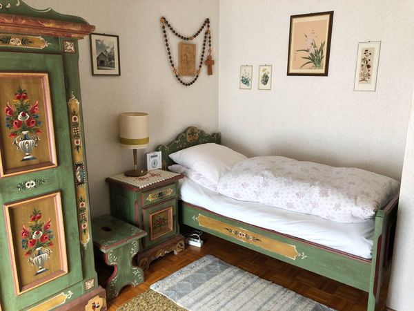 Original Voglauer Schlafzimmer Schrank Bett True Tisch Stuhl in ...