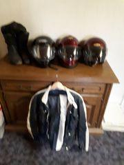 Motorradkleidung und Helme Komplett