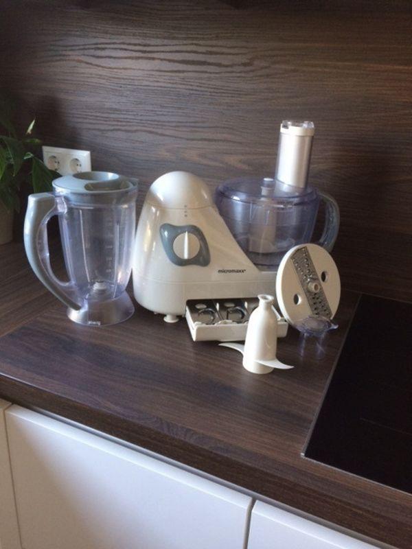 Gepflegte Küchenmaschine mit Smoothie-Einsatz - Tamm - Küchenmaschine in gutem Zustand zu verkaufen.Die Küchenmaschine kann:-Kneten-Zerkleinern-Raspeln-Hobeln uvm.Außerdem hat die Maschine einen extra Smoothie-Einsatz. Das Gerät funktioniert einwandfrei!!!Nur Abholung. - Tamm