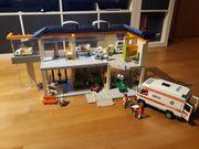Krankenhaus Playmobil mit Krankenwagen