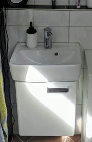 Waschbecken mit Unterschrank incl Mischerbatterie