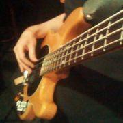 Bassist sucht Musiker