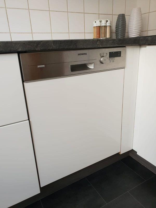 Küche komplett zu verkaufen,inkl E-Geräte mit 5 Jahre Garantie in ...
