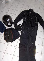 Komplette Motorradbekleidung Für