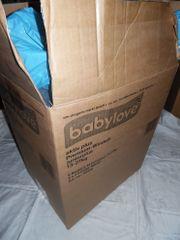 Mehrere Kisten, Taschen,