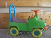 ein wunderschönes kleinkinder rutscherauto mit