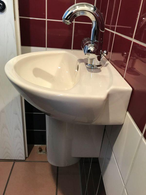 Waschbecken Mit Armatur Und Syphon In Forst Bad Einrichtung Und