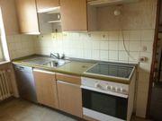 Küche mit Elektrogeräten (