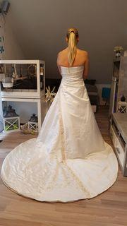 Traumhaftes langes Brautkleid