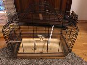 Zwei Käfige für kleine Tiere