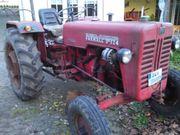 Traktor Farmall D324