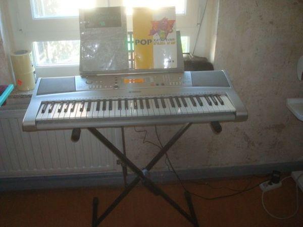 Yamaha Keyboard PSR E303 mit