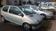 Silberner Renault Twingo