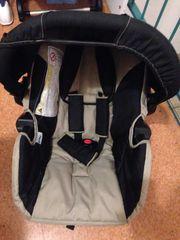Babyautositz mit Regenverdeck und Sack