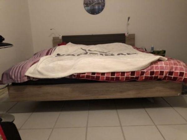 Schones Modernes Schlafzimmer Lattenroste Matratzen In Bous