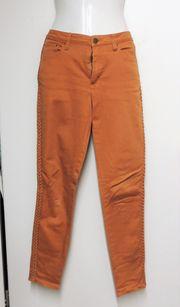 Hose orange an der Seite
