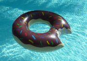 Großer aufblasbarer Schwimmring Donut mit