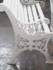 Antike schwere weiße Gusseiserne Gartenbank